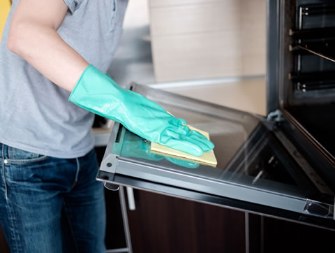Cleaning ovens